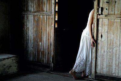 hidingwoman-5751c7f85f9b5892e88b7994